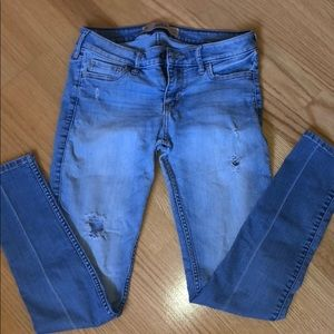 Hollister Size 3S/W26/L29 Light Wash Skinny Jeans